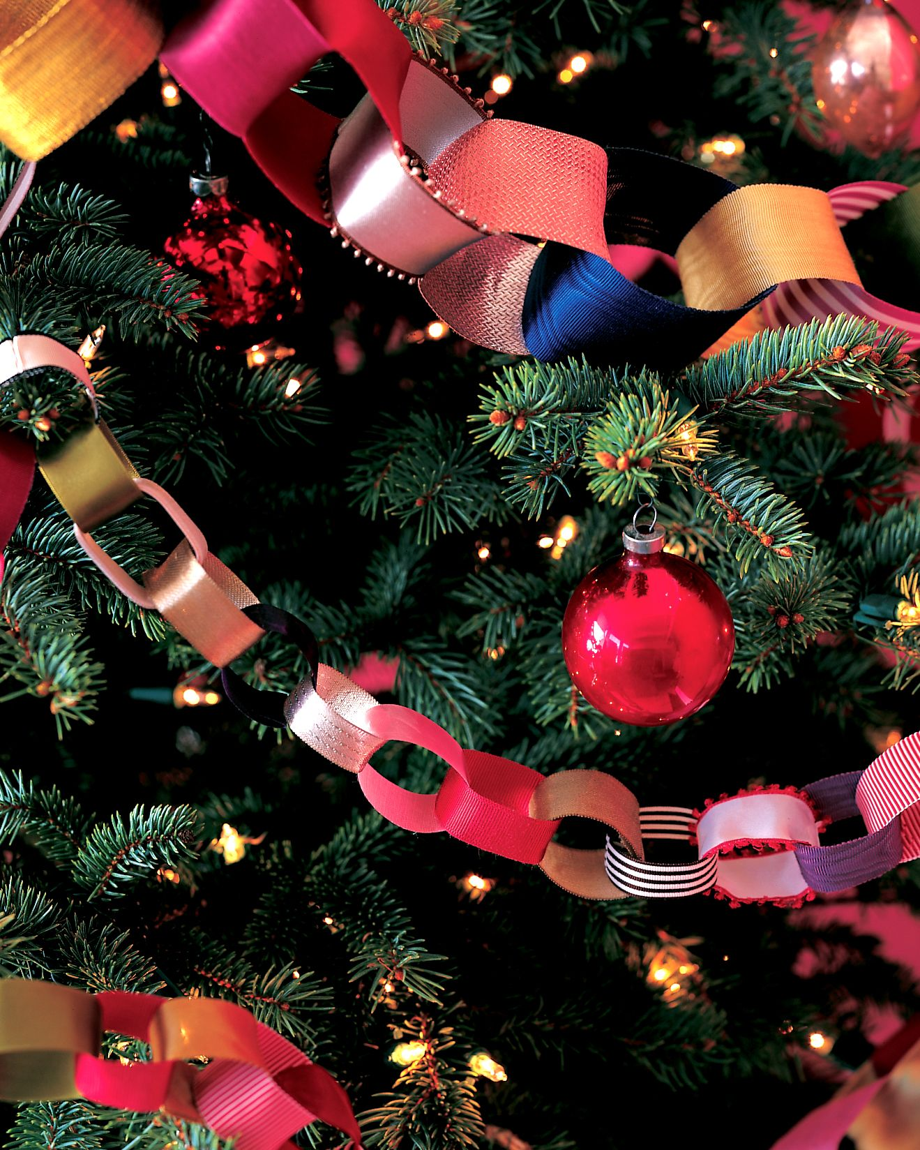 Diy christmas tree garland ideas to personalize your holiday