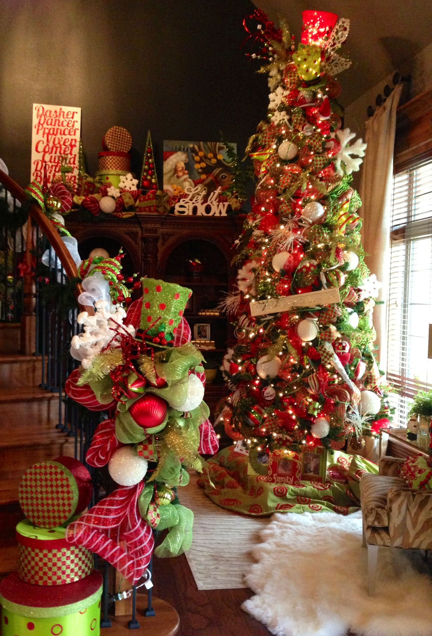 fun funky traditional red green christmas tree decor. Black Bedroom Furniture Sets. Home Design Ideas
