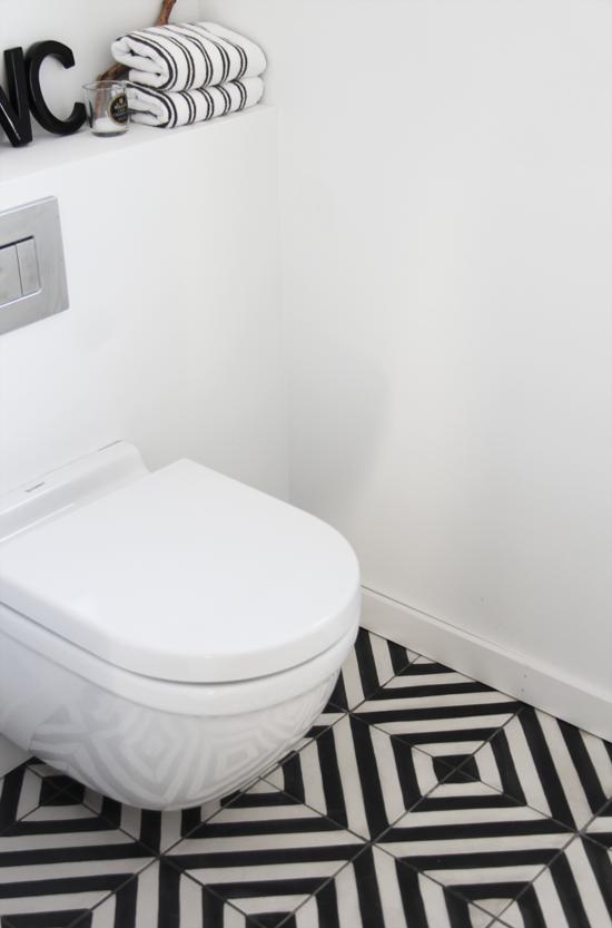 g ste wc schwarz wei er boden elisabeth heier ab ins bad pinterest badezimmer. Black Bedroom Furniture Sets. Home Design Ideas