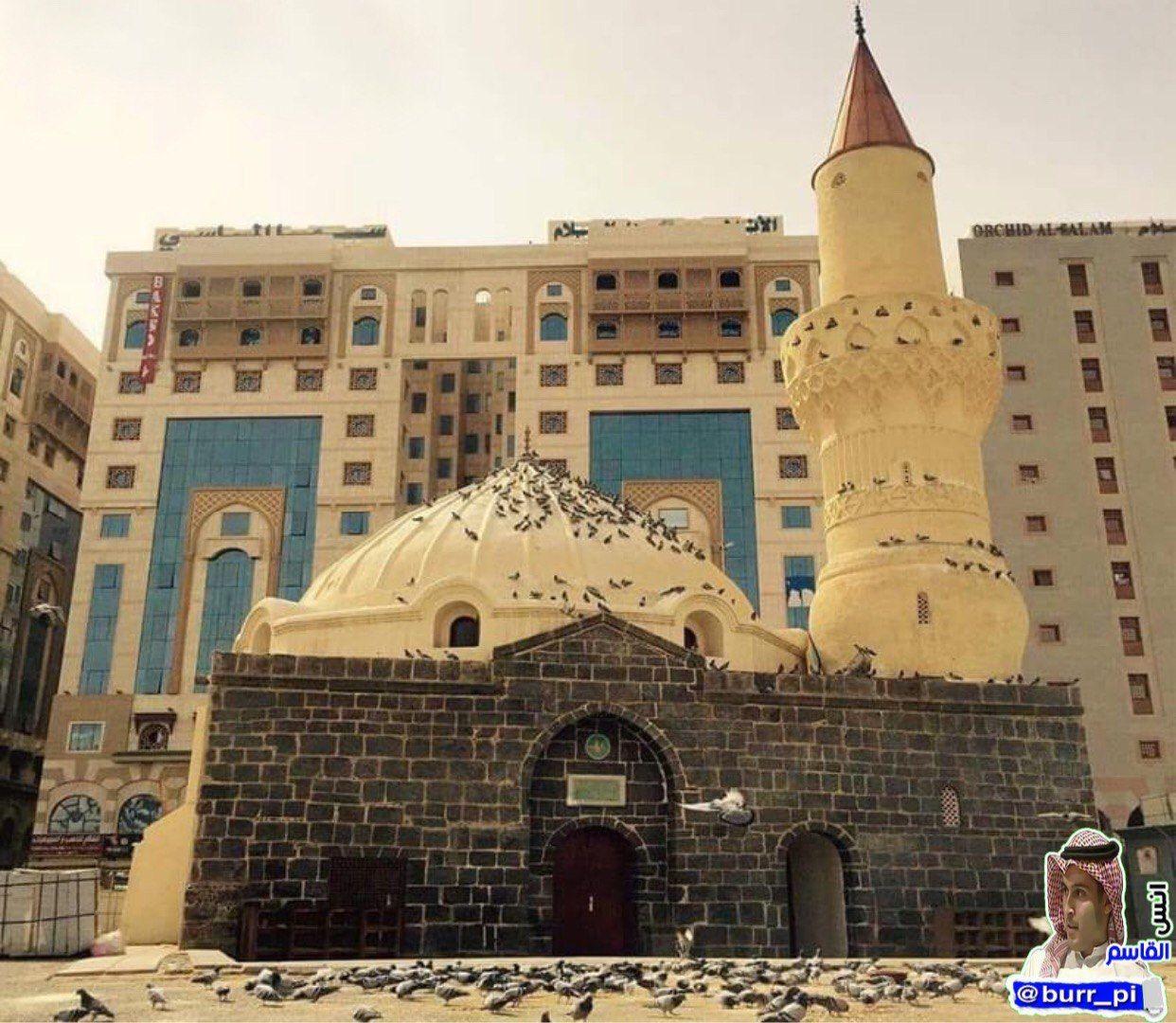 مسجد أبو بكر الصديق يقع في الجهة الغربية الجنوبية للمسجد النبوي الشريف في المدينة المنورة يعد أحد أهم المساجد التاريخية التي ا Taj Mahal Landmarks Louvre
