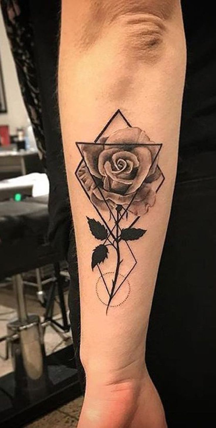Geometrische Rose Tattoo-Ideen für Frauen – Black Floral Flower Forearm Tat – w … Tattoos -