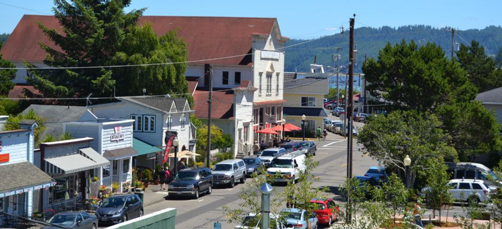 Discover florence oregon eugene cascades oregon for Best small towns to live in oregon