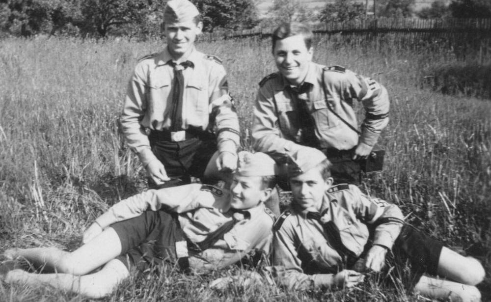 Miembros de las Hitlerjugend en un descanso