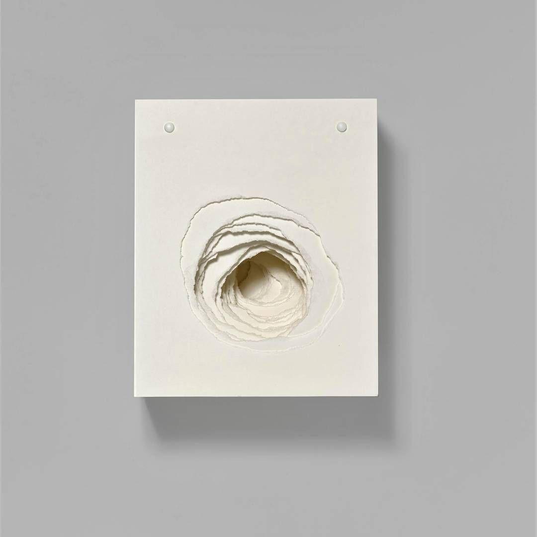 From the next European sales ... Angela Glajcar ... Terforation II/XII ... overlapping paper sheets with holes on metal bearing 36x29x17 cm. (2007) ... #angelaglajcar #germanartist #paper #fineart #contemporaryart #zeitgenössischekunst #auctionlots #auktion #vanham #insta #instaart #artismylife #soulfood