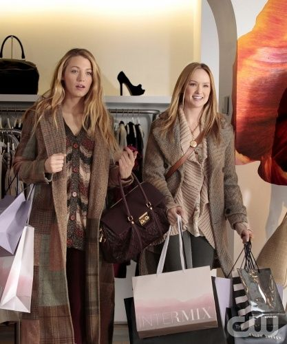 """""""The Kids Stay In The Picture"""" Pictured (L-R)Blake Lively as Serena Van Der Woodsen and Kaylee Defer as Charlie Rhodes in Gossip Girl on THE CW. PHOTO CREDIT: GIOVANNI RUFINO/ THE CW ©2011 The CW Network, LLC. All Rights Reserved"""