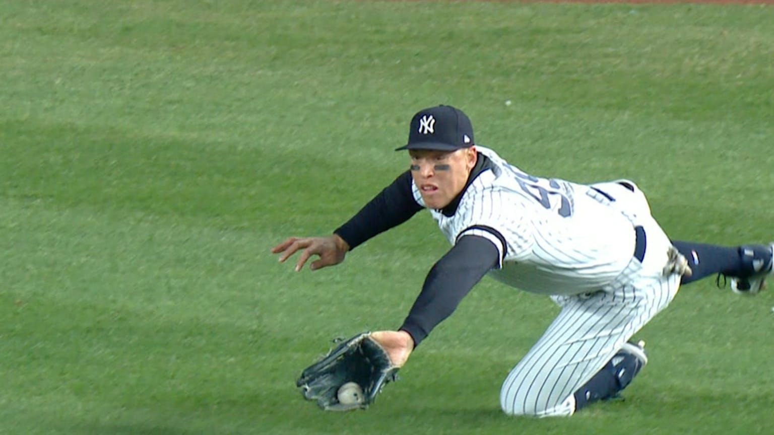 Niko Goodrum Sends A Liner To Right Field But Aaron Judge Dives To Rob Him With A Terrific Catch In The 8th Judge Yankees Baseball New York Yankees