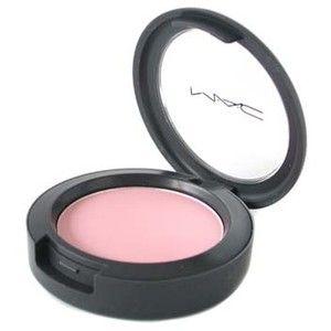 Blush MAC Pink Snow. Ele é bem rosinha e adiciona cor com delicadeza.