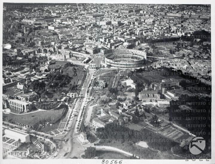 Inquadratura aerea dell'area compresa tra Circo Massimo e Colosseo 05.04.1938