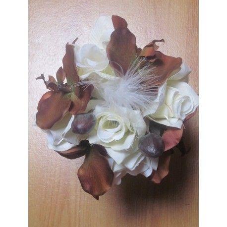 Bouquet de mariée Rond avec orchidées chocolat et roses ivoires