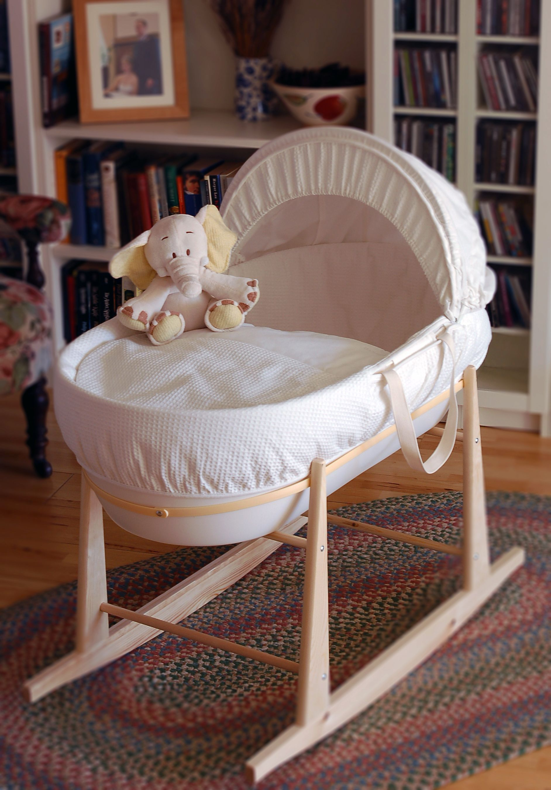 Learn About The Benefits Of Shnuggle The Modern Moses Basket Www