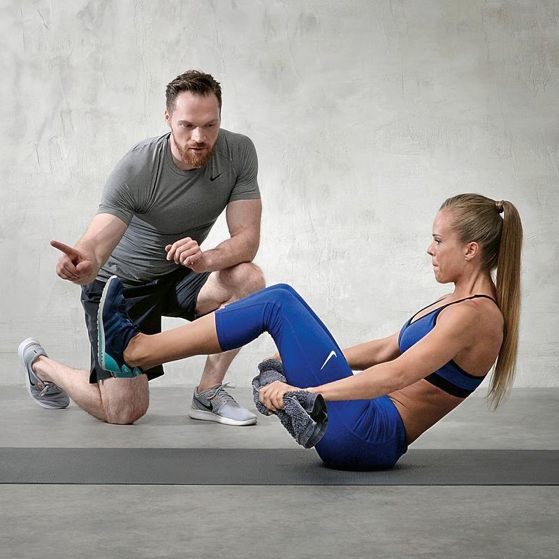 3 Übungen mit dem Handtuch stärken Schultern, Arme und