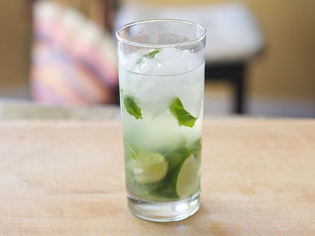 Mojitos Chips And Salsa Dessert For Dinner Yummy Summer Drinks Mojito
