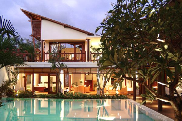 Six Bedroom Bali Villa Casis For Rent Is An Ideal Holiday Rental For Families And Kids Near The Beach Shops Restau Bali Style Home Bali House Balinese Villa