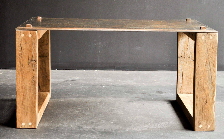 Ce tableau done-of-a-kind a été fait de chêne barnwood régénéré et acier. La table mesure 24 de large x 36 x 18 de hauteur. Le métal est 1/4…