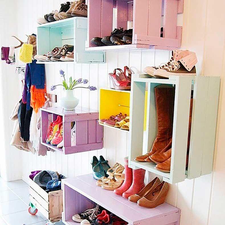 9 ideas para guardar zapatos que no requieren espacio en for Closet de madera para zapatos