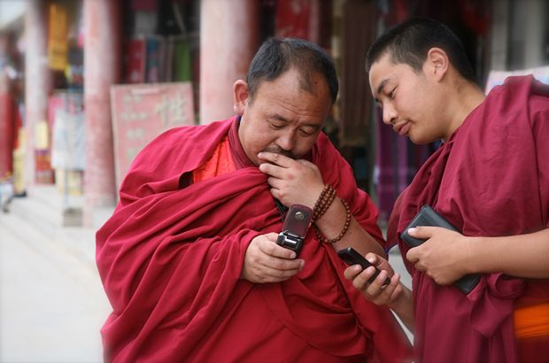 Tibetan monks check their cell phone messages during their lunch break in Xiahe, Gansu Province, China.     Haha I always thought it was amusing seeing this.    Can't wait to go to Xiahe again!