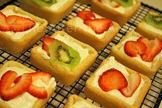 Kiwi Strawberry Tartlets - brownie pan
