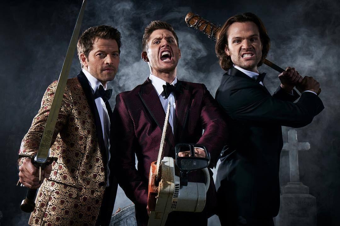 Entertainment Weekly Halloween 2020 Gif Misha, Jensen and Jared! Entertainment Weekly Halloween Edition