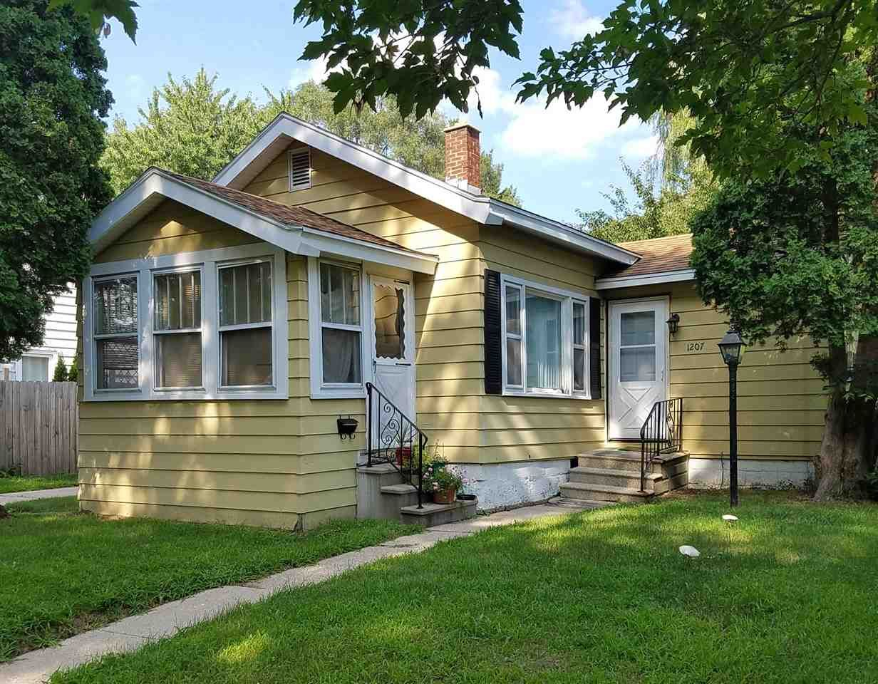1207 10th St  Beloit , WI  53511  - $47,900  #BeloitWI #BeloitWIRealEstate Click for more pics