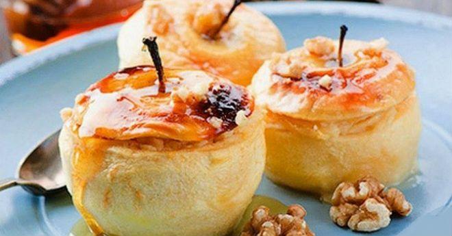 Ингредиенты: 100 г творога 4 яблока 1 желток 1 ст. л. меда 1,5 ст. л. манной крупы 1 ст. л. сливочного масла 10 шт. фундука (можно использовать любые орехи) щепотка корицы Приготовление: К манке добавляем измельченные орехи, добавляем растопленноесливочное масло. Добавляем творог, желток, мед и тщательно перемешиваем. Яблоки моем и срезаем верхушки. Аккуратно вычищаем сердцевину, …