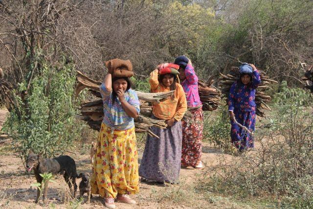 Mujeres Wich S Acarreando Le A Pueblo Originario De
