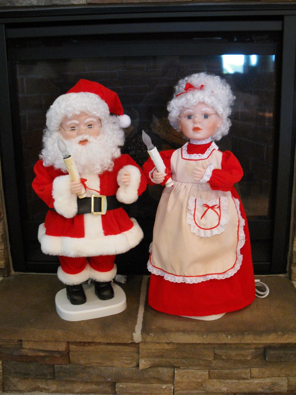 Large 24 Animated Santa And Mrs Claus Set Of 2 Etsy Christmas Display Vintage Santas Vintage Tv Trays