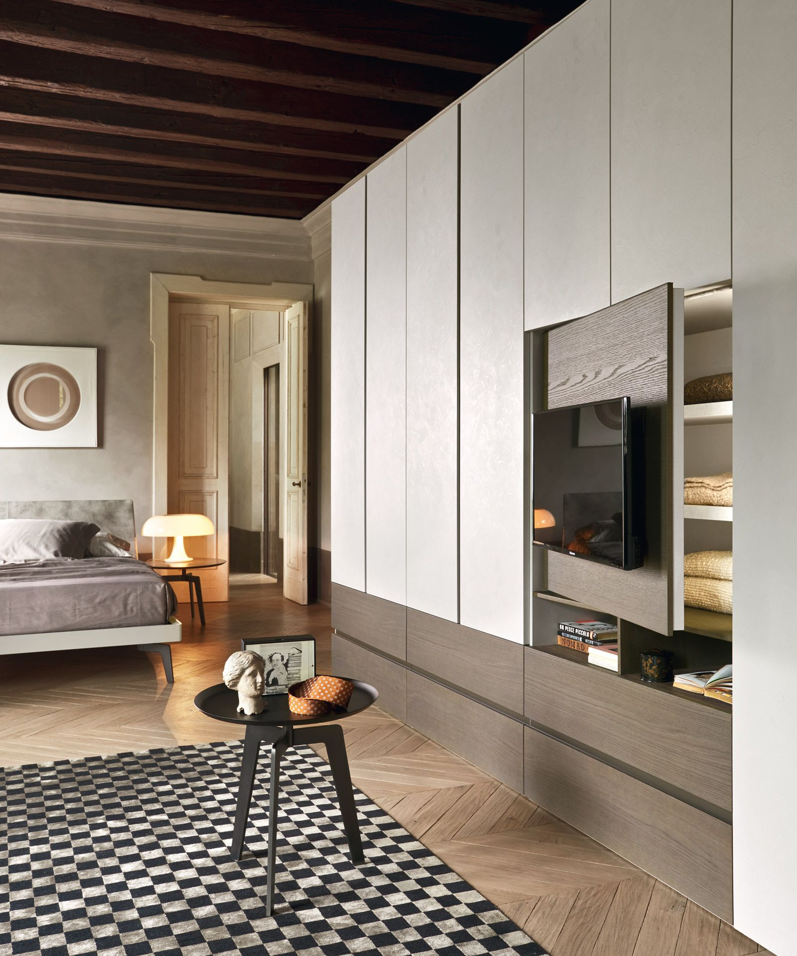 Bedroom with tv and closet - Armadio Breccia Con Porta Tv Odeon