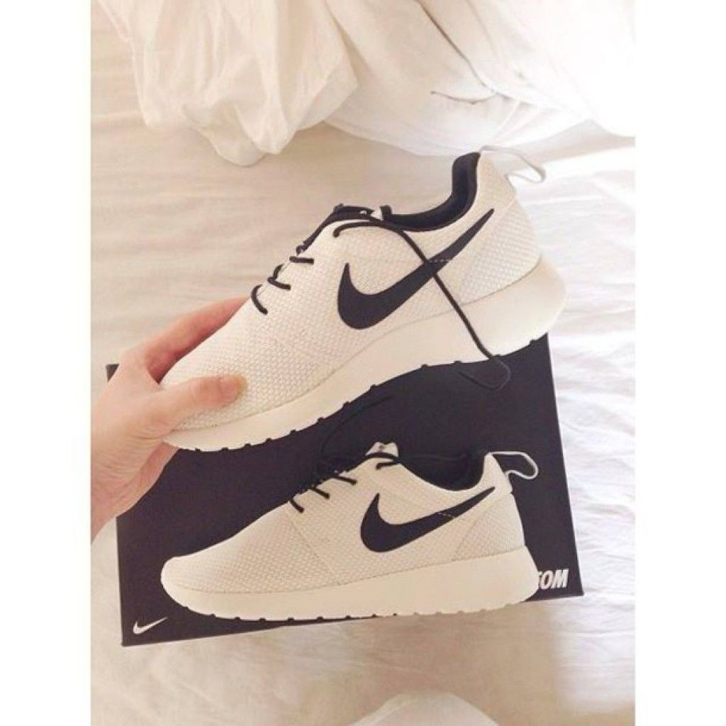nike roshe run marble black and white tumblr