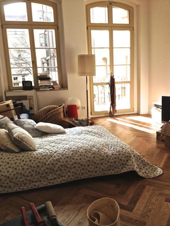 stilvolles wg zimmer mit fischgr tenparkett wg zimmer einrichtung parkett bedroom pinterest. Black Bedroom Furniture Sets. Home Design Ideas