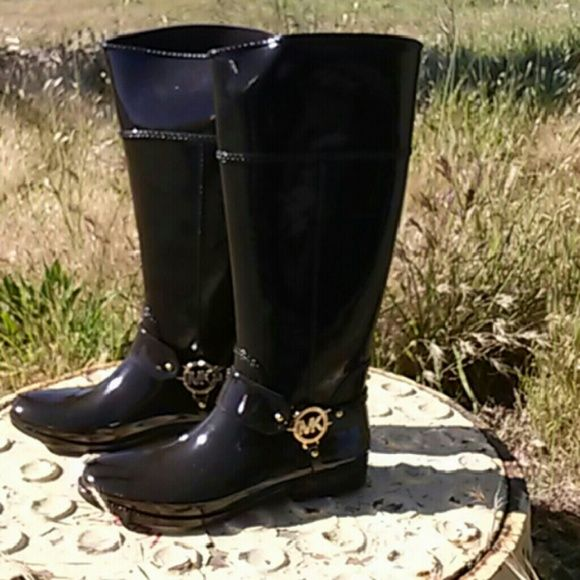 Women's rain boots Chocolate Brown rain boot. NWOT Michael Kors Shoes Winter & Rain Boots