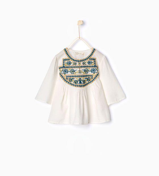 Bilde 1 fra Løstsittende bluse med brodert frontstykke fra Zara
