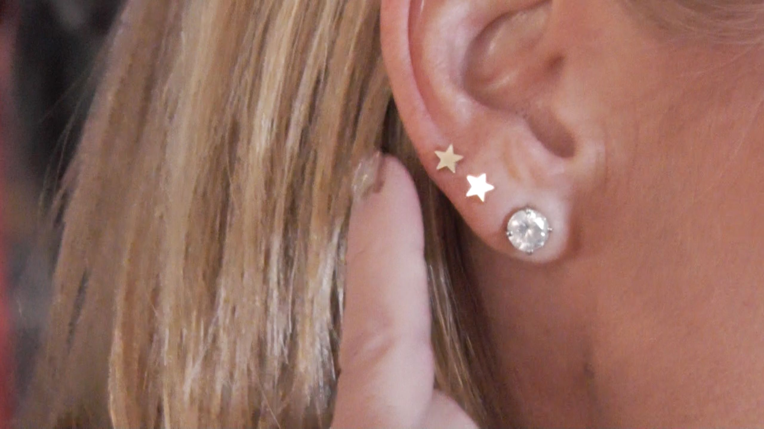 These Are Kelly Ripa S New Jennifer Meyer Star Earrings A Gift From Her Friend