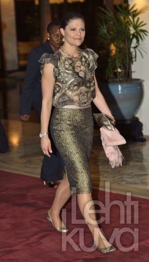 Kronprinsessan Victoria på väg till middag hos ambassadör Lennarth Hjelmåker i svenska residenset i Dar es Salaam, Tanzania.