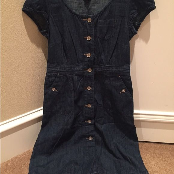 Like New! Tommy Hilfiger dress Worn once! Dry cleaned and ready to wear. Tommy Hilfiger Jean dress. 2 side pockets and buttoned all the way down. Size 4 Tommy Hilfiger Dresses Midi