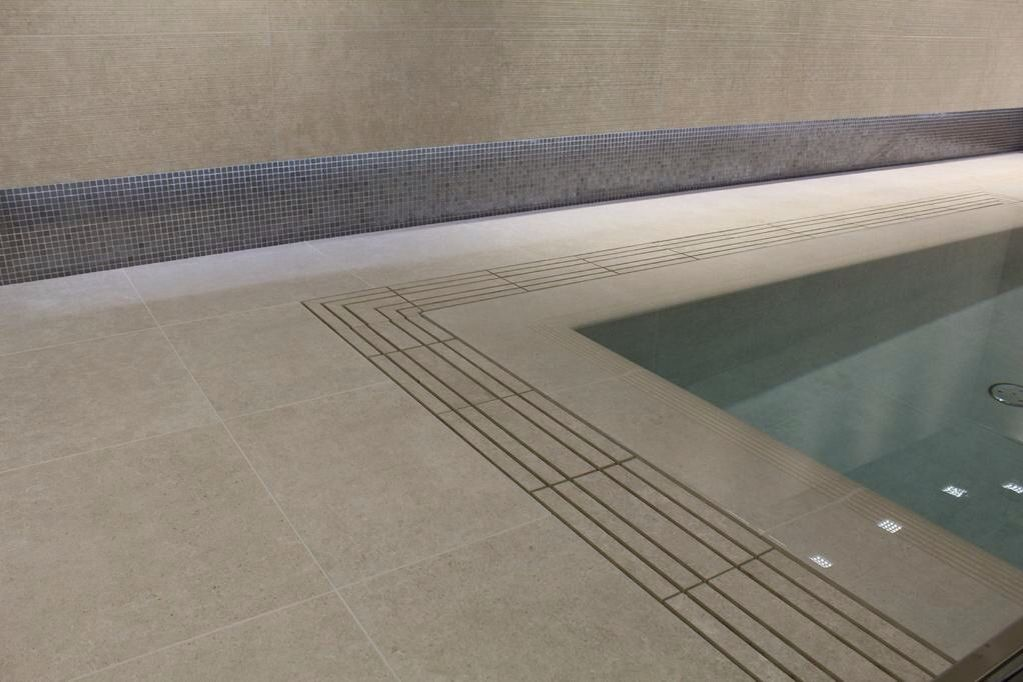 Swimming Pool Edges Made From Porcelain Tile Allowing For A Seamless Finish Suitable For Overflow And Swimming Pool Designs Swimming Pools Waterline Pool Tile