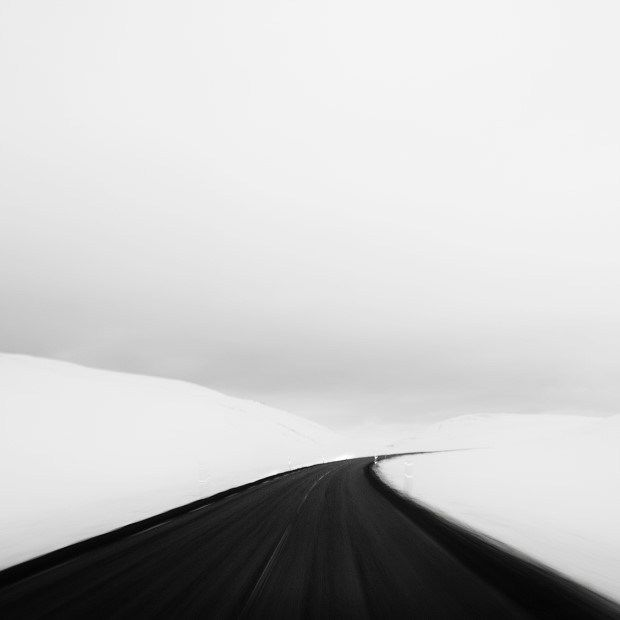 andy lee iceland 10 Breathtaking Black And White Photos Of Icelandic Landscapes