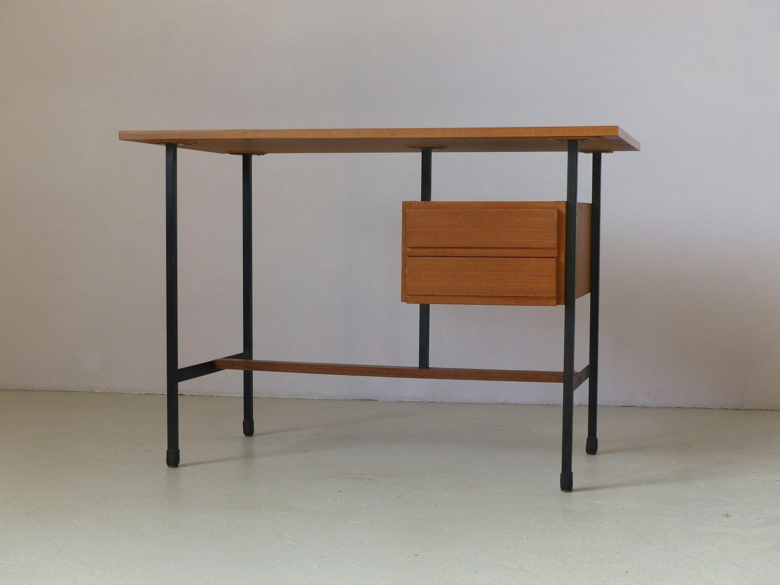 Petit bureau vintage en teck tiroirs piétement en métal laqué