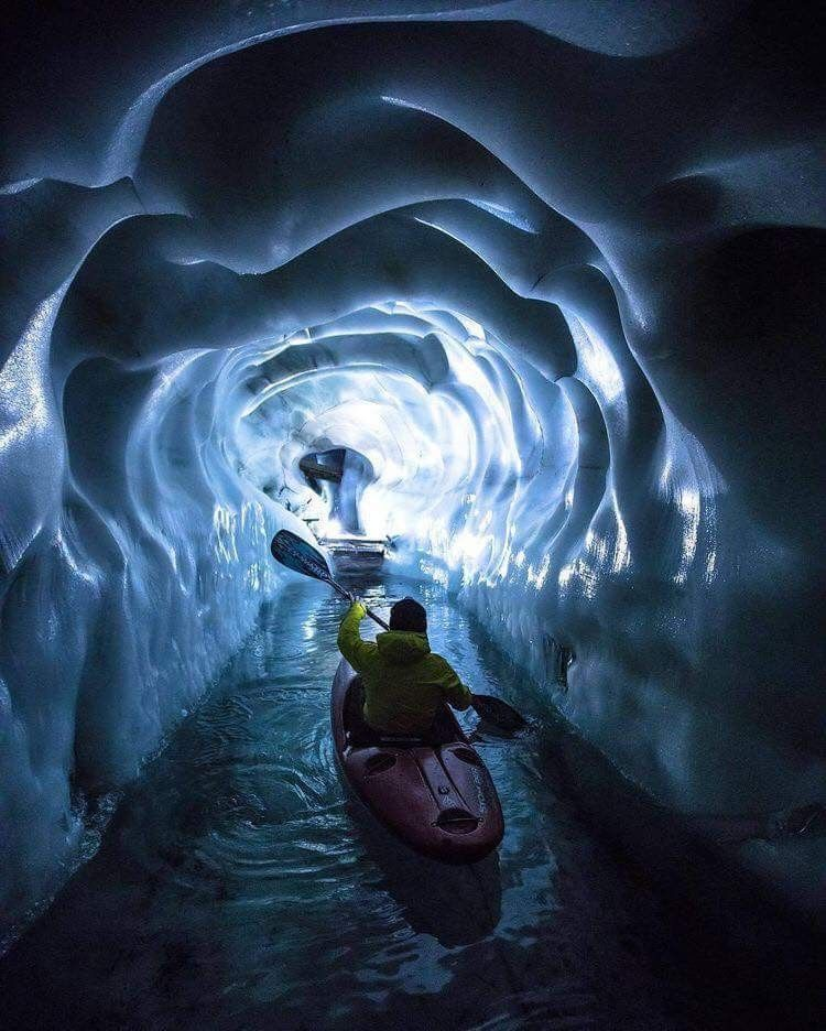 Kayaking through glaciers in Iceland 🇮🇸 | Travel in 2019