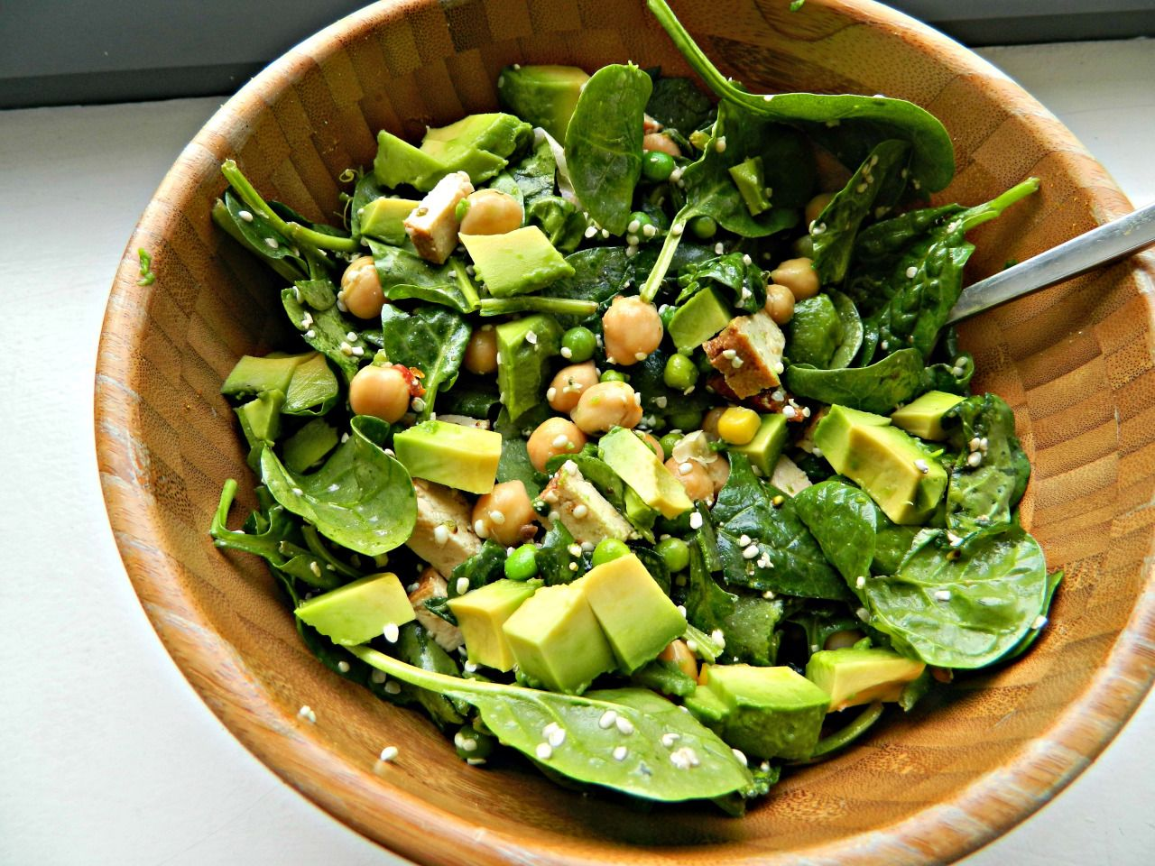 seedsnsmiles: Big salad with lots of spinach, chickpeas, peas, sweetcorn, smoked tofu, sundried tomatoes, hemp seeds and a lemon juice/extra virgin olive oil dressing, topped with half an avocado. :)