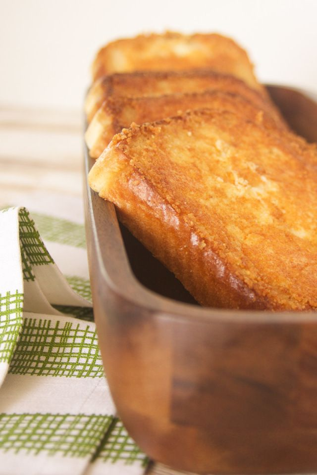 Toasted Cheese Bread {Sizzler Copycat} | Oh So Delicioso