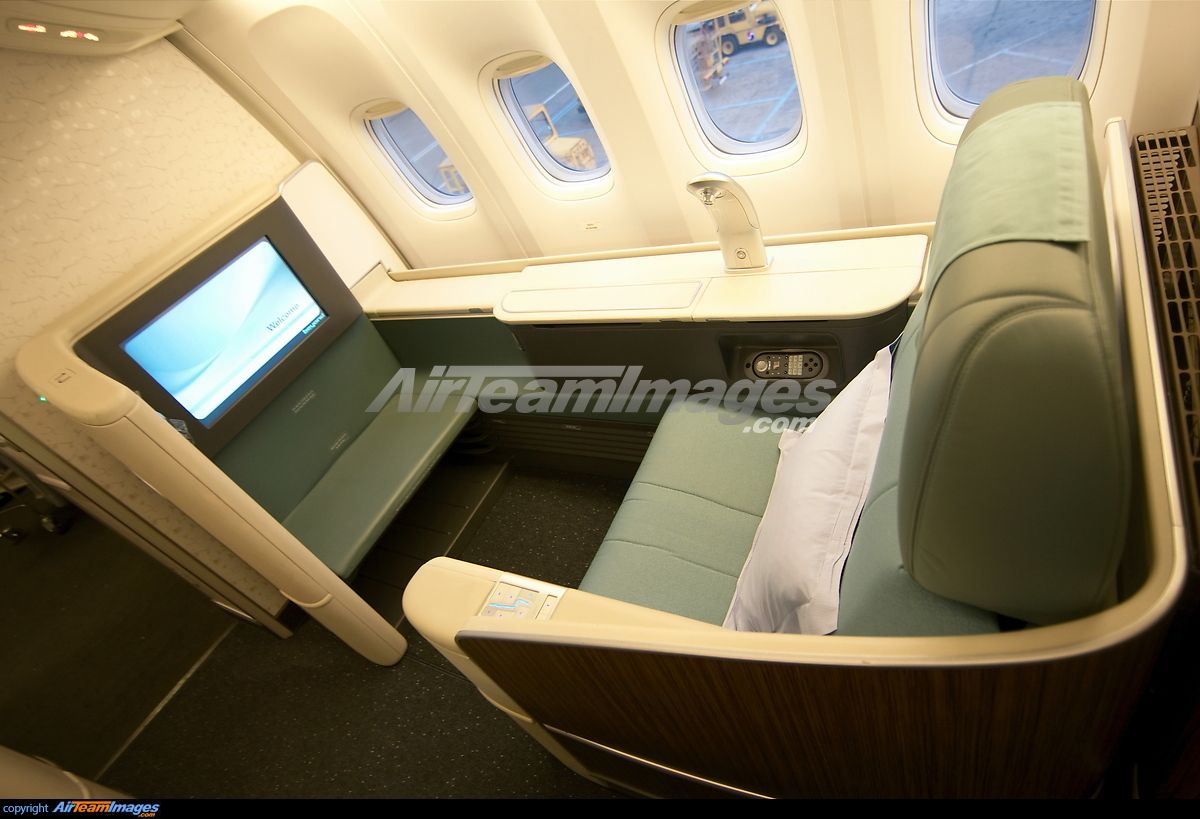 Boeing 777 Interior Copyright AirTeamImages 20032014