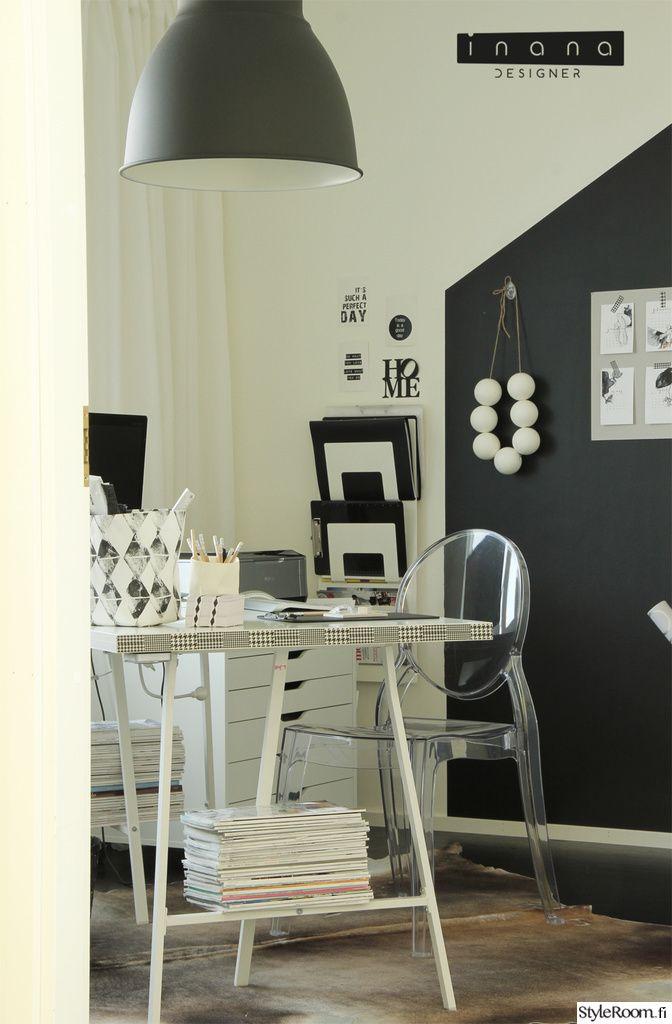 työhuone,maalattu seinä,järjestys,työpöytä,design,mustavalkoinen,valkoinen,seinähylly,seinäkoristeet,työhuoneen sisustus
