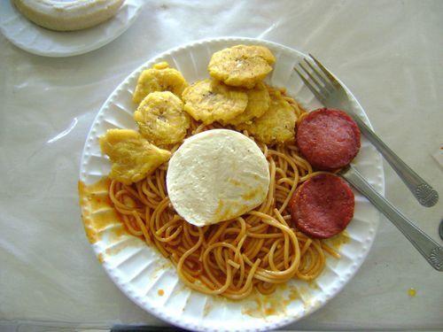 espaguetis queso de hoja salami frito y tostones  dominican food  Dominican food Ethnic recipes y Food