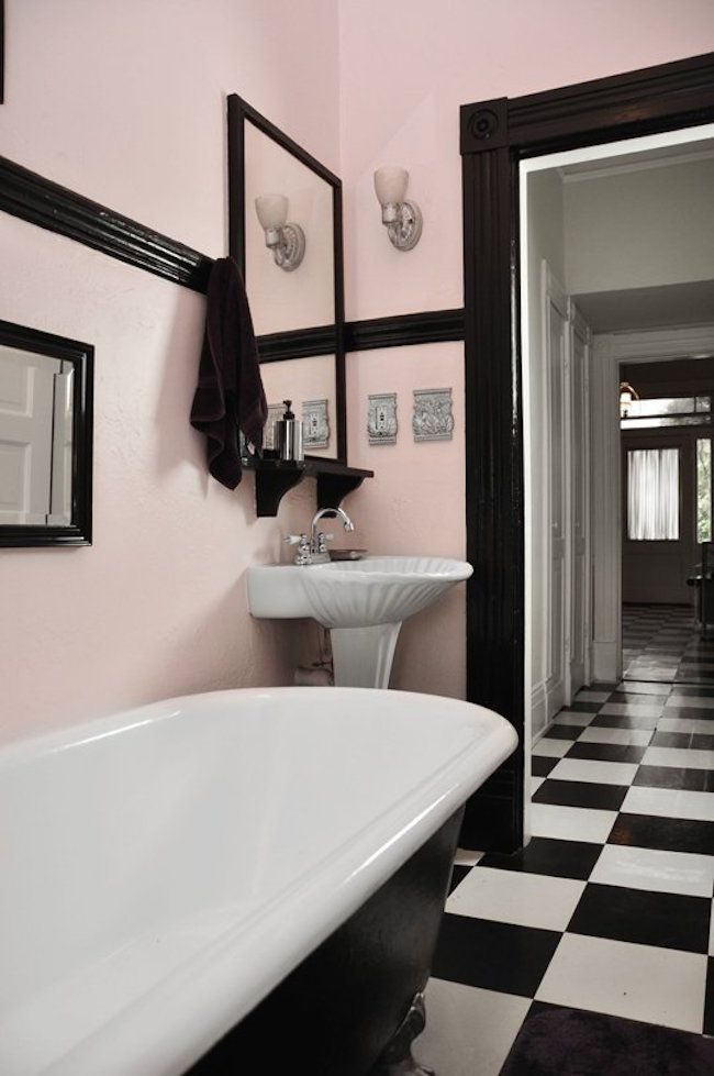 Gorgeous Light Pink And Black Retro Bathroom