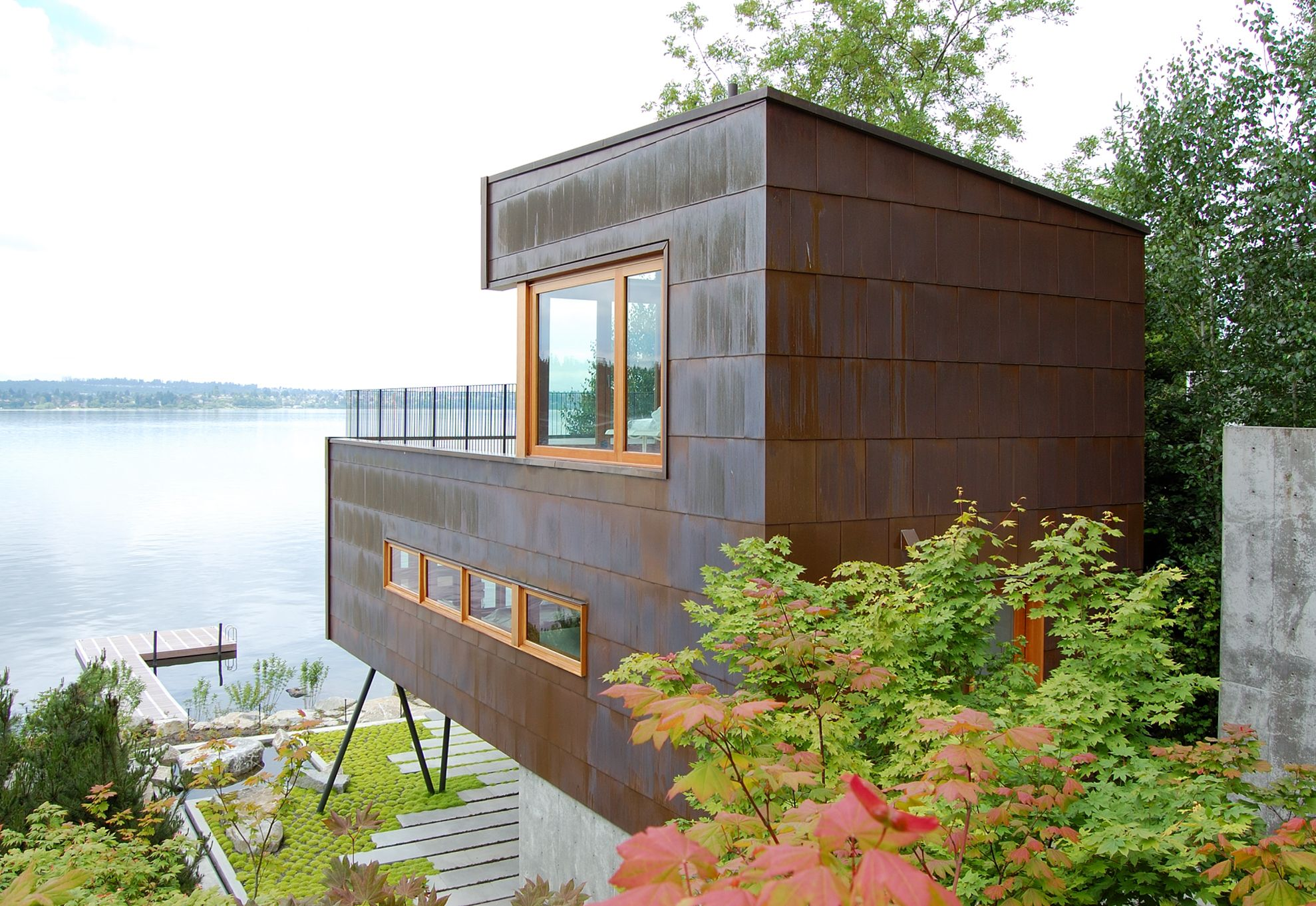Guest House on a Lake by Robert Hutchison Architecture | Häuschen