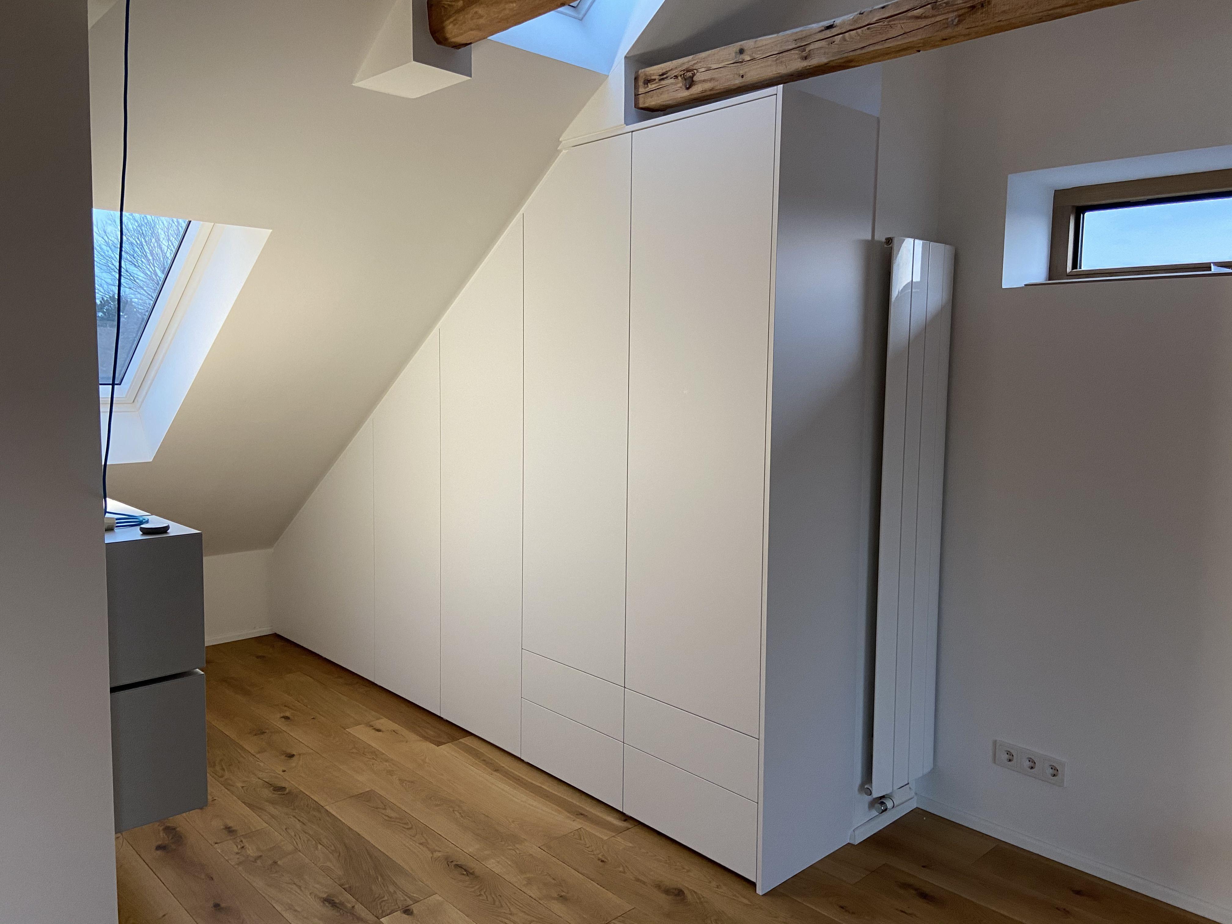 Kleiderschrank Unter Dachschrage In 2020 Dachschragenschrank Haus Design Plane Einbauschrank