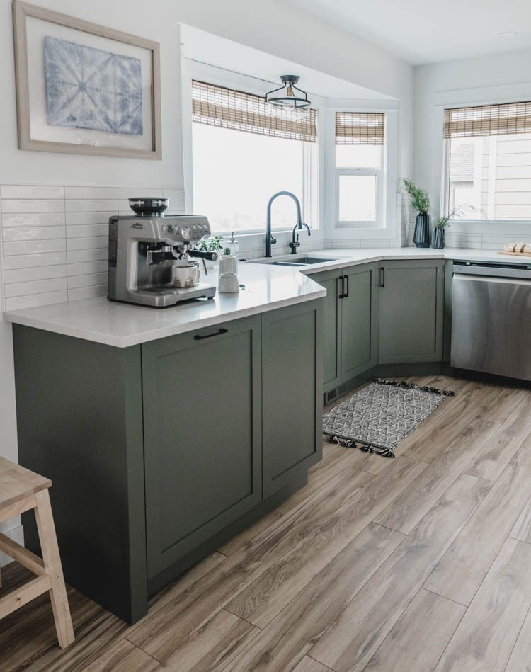 Kitchen cabinets in a bay window- love this layout in 2020 ...
