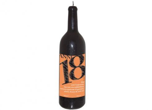 CANDELA BOTTIGLIA 18 ANNI. Candela a bottiglia con dedica per i 18 anni, utilizzabile e a lunga durata, confezionata con una scatola in pvc trasparente