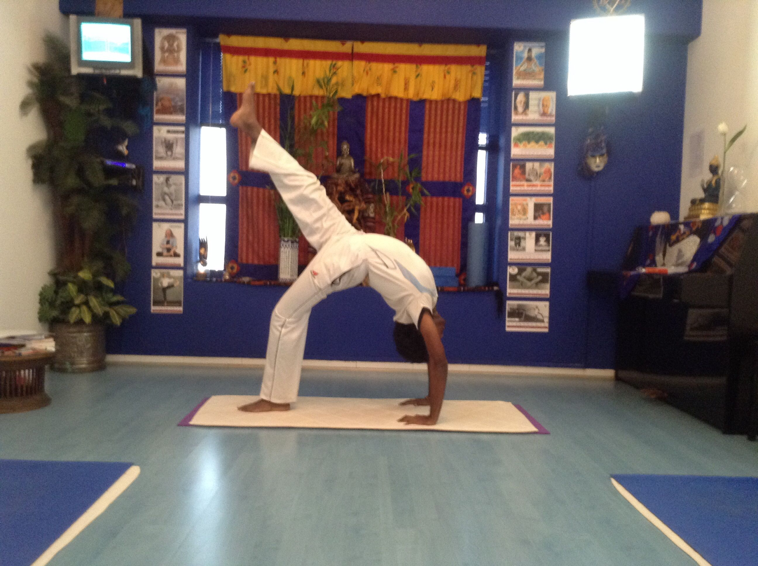 Gems of yoga teacher Jitu showing that you can reach up and have wings but don'forget told be rooted . The wheel pose wit… | Yoga teachers. Yoga ...