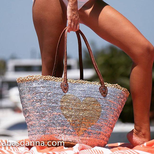 Women's Beach and sun fashion #beach #sun #sundayfunday #handbags #foutas